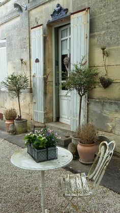 Beautiful french garden furniture :) pergola french country Homes to Luv Outdoor Rooms, Outdoor Gardens, Outdoor Living, Outdoor Decor, French Country Cottage, French Country Style, French Cottage Garden, Cottage Porch, Country Homes