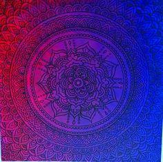 Mandala wykonana farbami akrylowymi.