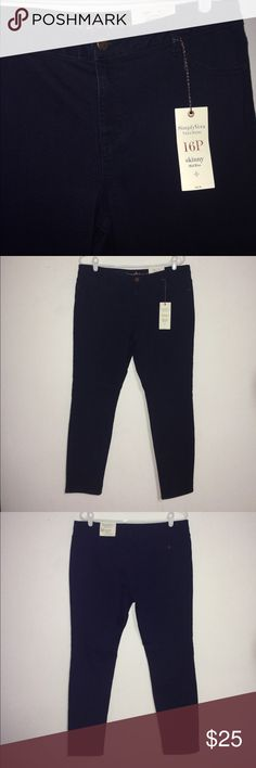 "New Simply Vera Wang 16 Petite Skinny Jeans New. From Simply Vera / Vera Wang. Size 16P. Approximate measurements: 34"" waist, 40"" hip, 28"" inseam, 10"" rise. They are very soft! Please note I am pet friendly & I share walls with a smoking household -- thanks!! Simply Vera Vera Wang Jeans Skinny"
