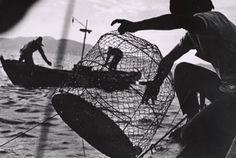 W. Eugene Smith   Minamata   Pescando nella baia di Minamata. 1972 ca.   © The Heirs of W. Eugene Smith Courtesy CCP, W. Eugene Smith Archive