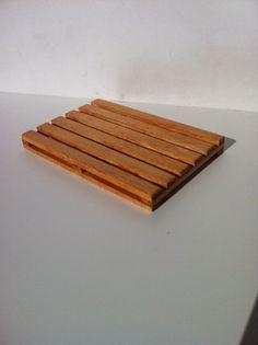 Base de copos tipo palete feita em madeira. Visite o meu BLOG: saulrogerioartesanato.blogspot.pt