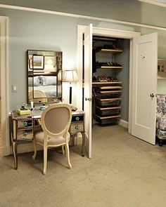 Alicia's bedroom & closet from 'The Good Wife'.  Would love to have a vanity table like this.