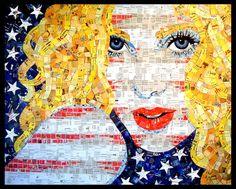 Sandhi Schimmel Gold, a artista plástica americana que vive no Arizona, aproveita pedaços de papel para criar arte.    E-mails já lidos, listas e impressões de documentos antigos, enfim, uma vasta quantidade de papel que seria jogada no lixo acaba virando lindos retratos em mosaico.