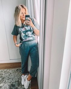 Foto E Video, Style Icons, Mom Jeans, Wigs, Overalls, Woman, Hair, How To Wear, Pants