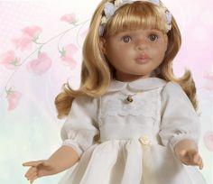Marta, muñeca de comunión de la colección Las Reinas by Muñecas Paola Reina. Muñeca articulada. #muñeca #comunion #boda #wedding #dolls