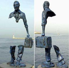Ван Гог и пустота. Необычная скульптура Бруно Каталано в Сен-Поль-де-Ванс, Франция. Французского скульптора итальянского происхождения называют мастером равновесия в металле. Здесь другие его работы - http://www.brunocatalano.com/