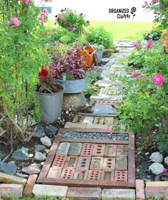 DIY Whimsical Garden Junk - Talk about decoration for the house, often people pay more attention to decoration for the interior rather than the exterior. Garden Paths, Garden Art, Garden Landscaping, Garden Design, Garden Beds, Landscape Design, Terrace Garden, Patio Design, Landscaping Ideas