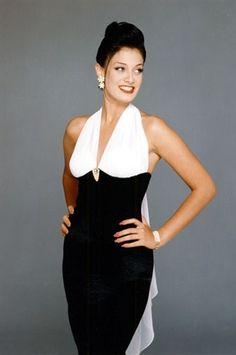 Miss Universo 1993 de Puerto Rico, Dayanara Torres Delgado nació el 28 de octubre de 1974 en San Juan, Puerto Rico y criada en Toa Alta, Puerto Rico.  El 21 de mayo de 1993, en el Auditorio Nacional de México, México D.F., Dayanara Torres se coronó como la tercera puertorriqueña en obtener el título de Miss Universo 1993.  Contaba con 18 años de edad, siendo una de las Miss Universo más jóvenes de la historia.
