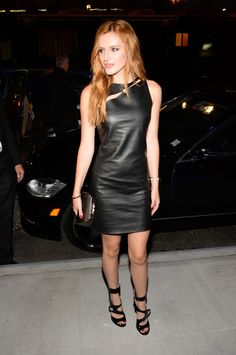 Disney actress Bella Thorne arrived in a leather outfit for the Versus Versace Spring 2015 Fashion Show held during the New York Fashion. Bella Thorne, Black Leather Dresses, Leather Skirts, Leather Outfits, Versace Fashion, Versace 2015, Versus Versace, Hot High Heels, Glamour