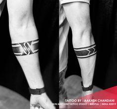 Black Band Tattoo, Tribal Band Tattoo, Wrist Band Tattoo, Forearm Band Tattoos, Flower Wrist Tattoos, Wrist Tattoos For Guys, Mom Tattoos, Sleeve Tattoos, Tattoo For Man