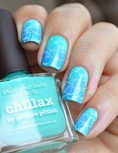 Nailstorming bubbles picture blue polish