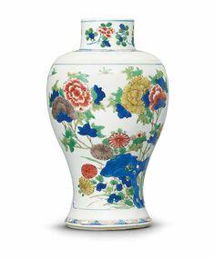 A wucai vase, Kangxi period (1662-1722)