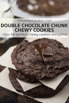 Chewy double chocolate chunk cookies that will satisfy your chocolate cravings – soft, succulent and chocolatey with huge chunks of dark chocolate. Yummy Snacks, Delicious Desserts, Yummy Treats, Delicious Chocolate, Chocolate Recipes, Just Desserts, Dessert Recipes, Cocktail Desserts, Chocolate Chunk Cookies