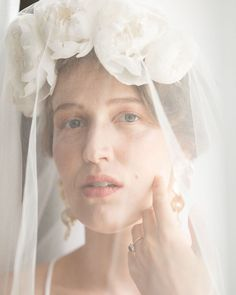 One of the strongest wedding trend 2020-2021 is accessorizing! Pick an ethereal veil, a big flower tiara with silk peonies and a unique pair of statement earrings with your simple and clean wedding dress.   Custom flower crown and veil - Heili Bridal, jewellery - By Laura Darth, photo - Sonja's Photo. Nordic Wedding, Scandinavian Wedding, Wedding Theme Design, Wedding Designs, White Wedding Flowers, Wedding Blush, Floral Wedding, Headpiece Wedding, Bridal Headpieces