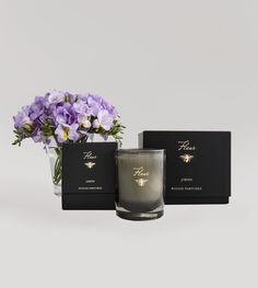 An exuberant spicy floral fragrance combines with top notes of ginger, mandarin and cardamon, a heart note of Sambac jasmine and a provocative splash of amber musk & ylang.