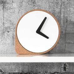 Cork corner stops Ilias Ernst's<br /> minimal clock from rolling away Cork Frame, Design Minimalista, Modern Clock, Diy Clock, Wood Clocks, 3d Prints, Wood Design, Minimalism, Furniture Design