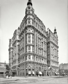 The Ansonia, 1904 West St & Broadway Built by William Earle Dodge Stokes as a residential hotel, it was the first air-conditioned hotel in New York. New York Pictures, New York Photos, Old Photos, Vintage Photos, Vintage Architecture, Beautiful Architecture, Beautiful Buildings, Shorpy Historical Photos, Vintage New York