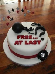 Divorce is hard, but for many, it's a time to celebrate. Just like you had a wedding cake on your big day, why not have a divorce cake to make things final? Here are 20 creative divorce cakes to inspire your divorce party. Cakes To Make, How To Make Cake, Divorce Party, Divorce Cakes, Freedom Party, Fig Cake, Bad Marriage, Marriage Advice, Retirement Cakes