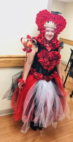 Halloween Diy, Halloween Costumes, Diy Corset, Ivy Costume, Queen Of Hearts Costume, Styrofoam Ball, Foam Sheets, Fabric Roses, Red Necklace