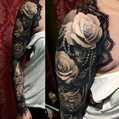 Full Tattoo, Full Sleeve Tattoos, Sleeve Tattoos For Women, Tattoo Sleeve Designs, Lace Tattoo Design, Rosen Tattoo Arm, Rosen Tattoos, Tattoo Girls, Girl Tattoos