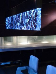 Look can be achieved by pouring clear resin on non-stick aluminium foil (or spray with mold release). Then lay down clear acrylic sheet for added strength and thickness.  Once dry you can do the other crinkle side or leave flat and under light as a illuminated backsplash.