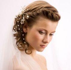 Výsledek obrázku pro fryzury ślubne z grzywką i welonem