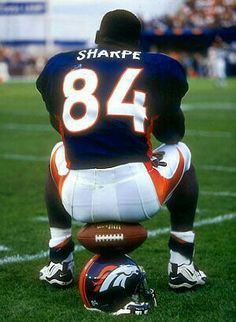 Denver's Shannon Sharpe-I remember looking at my dad's figurines and jerseys for the Broncos Great player and great persona. Denver Broncos Players, Denver Broncos Football, Go Broncos, Broncos Fans, Football Players, College Football, But Football, Best Football Team, National Football League