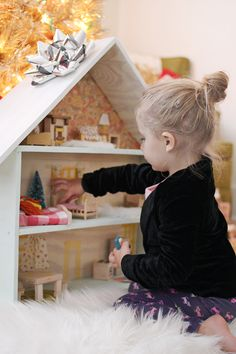 Trendy how to build a bookcase diy doll houses 30 Ideas Homemade Dollhouse, Wooden Dollhouse, Wooden Dolls, Diy Dollhouse, Dollhouse Bookcase, Dollhouse Furniture, Diy Gifts For Kids, Diy For Kids, Kids Fun