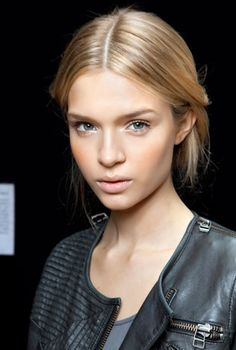 Five Foolproof Ways to Get Gorgeous, Glowing Skin - theFashionSpot #models #beauty #naturalmakeup #harmoniabotanica