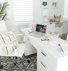 31 Stunning Home Office Decor Ideas You Definitely Like - These days, it's not unusual for most houses to have a home office. Your home office is just as much in need of nice decor as any other area in your h. Decor, Furniture, Home Decor Inspiration, Interior, Feminine Home Offices, Home, Office Furniture, Work Office Decor, Office Design