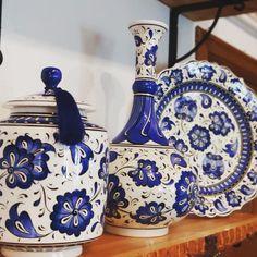 "Çinili Konak on Instagram: ""@cinili_konak #lotus #mavibeyaz #tiles #dekorasyon #çini #türkiye #bursa #blueblanc"" Tile Art, Tiles, Traditional Tile, Blue Pottery, Porcelain, Plates, Ceramics, Antiques, Drawings"