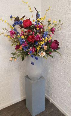 Bloemen pracht met kunstbloemen. Vrolijk gevarieerd kleurig boeket. Onderhoudsvriendelijk www.decoratiestyling.nl