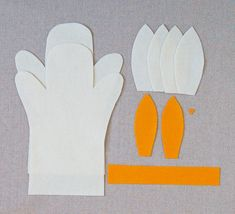 Molly's Sketchbook: Bunny Hand Puppets - The Purl Bee - Knitting Crochet Sewing Embroidery Crafts Patterns and Ideas! Puppet Toys, Sock Puppets, Hand Puppets, Finger Puppets, Puppet Patterns, Craft Patterns, Doll Patterns, Baby Crafts, Felt Crafts