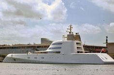 The spectacular yacht design by Philippe Starck and own by Andréi Melnichenko highlight today at the port of Barcelona