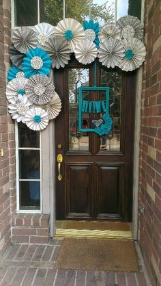 Paper fan entryway decor - great welcoming party idea for showers / birthdays / holidays by changing the color scheme Más Paper Fan Decorations, Birthday Decorations, Baby Shower Decorations, Fiesta Baby Shower, Baby Boy Shower, Tiffany Party, Tiffany Blue, Classroom Decor Themes, Classroom Door