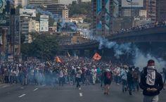 ¡Que lo vea el mundo!: En FOTOS y VIDEOS la masiva protesta y fuerte represión en Venezuela del #6Abr - http://wp.me/p7GFvM-FLN