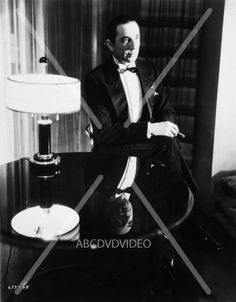 nice Bela Lugosi in tuxedo with cool reflection 8×10 photo 2037-34