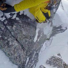 David Lama ha completado la primera ascensión en solitario de una nueva línea de mixto en el pilar norte del Hohe Kirche en Valsertal. A pesar de lo divertido de los primeros largos no soy capaz de recomendar a nadie que repita esta vía decía al acabar. En la imagen @davidlama_official escalando el segundo largo.#Alpinismo #Climbing #IceCimbing #Aventura #climbing_pictures_of_instagram #mountaineering #Montañas #Escaladores #alpinist #DavidLama via @desnivel_revista
