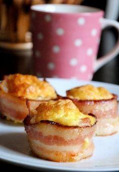Des bouchées oeuf et bacon Placez des tranches de bacon le long des rebords d'un moule à muffins avant d'y mettre les œufs. Faites cuire au four pendant 30 à 35 minutes à 350. #ameublementblouin #quebec.huffingtonpost.ca