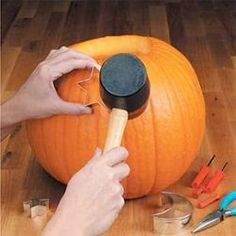 EASY CHIC PUMPKIN CARVING AND HALLOWEEN DECOR TIPS!!!! SO HELPFUL!