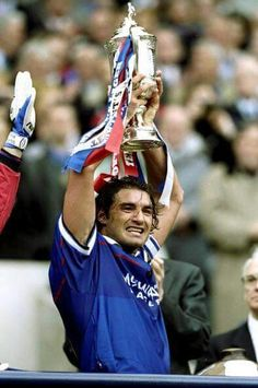 Lorenzo Amoruso with the 1999 Scottish cup. Rangers Football, Rangers Fc, Chelsea Fc, Glasgow, My Photos, Past, Soccer Teams, Legends, Science