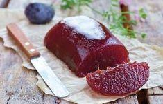 Marmelada de prune este ingredientul perfect pentru deserturi, dar este delicioasa si consumata simpla. Uite cat de simplu se prepara. Canning Pickles, Something Sweet, Cheesecakes, Meatloaf, Plum, Bakery, Food And Drink, Sweets, Fruit