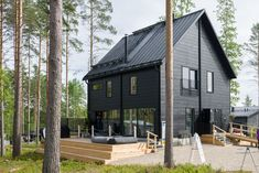 Contemporary Scandinavian cabin made from Honka Fusion logs. Scandinavian Cabin, Black House Exterior, Cabin Design, Log Homes, Cabin Homes, Exterior Design, Modern Exterior, Modern Farmhouse, Building A House