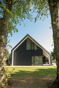 Woonhuis Peize - Maas architecten Garage Extension, Gate House, Black House, Future House, Building A House, Architecture Design, Villa, Barn, House Design