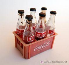 Caja con 6 miniaturas de botellas de Coca Cola. Años 50