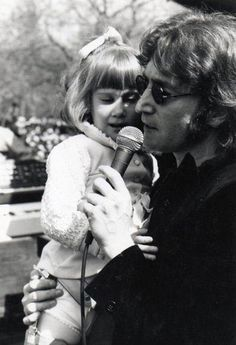 John Lennon, I wonder who that lucky little girl is. Seeing John with holding a child is making me melt, somehow. John Lennon Beatles, The Beatles, Beatles Photos, The Lost Weekend, Nowhere Man, Imagine John Lennon, Lennon And Mccartney, Dear John, The Fab Four
