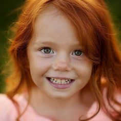 What a little sweetheart! Ginger Kids, Ginger Babies, Cute Ginger, Red Hair Freckles, Red Hair Blue Eyes, Freckles Girl, Beautiful Children, Beautiful Babies, Red Head Kids