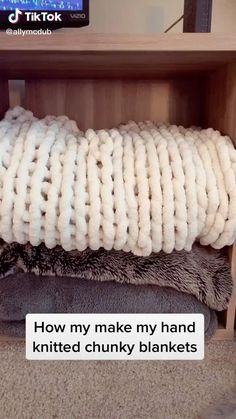chunky blanket – TikTok – Home crafts Diy Crafts For Teens, Diy Crafts Hacks, Diy Home Crafts, Cute Crafts, Diy Projects, Diys, Teen Girl Crafts, Jar Crafts, Chunky Blanket