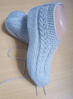 "Вяжем бесшовные тапочки - ""Краснодарский урожай"", несложная модель. | Не одна дома! | Яндекс Дзен Knitting Machine Patterns, Easy Knitting Patterns, Knitting Stitches, Knitting Socks, Baby Knitting, Knit Slippers Free Pattern, Crochet Shoes Pattern, Shoe Pattern, Crochet Socks Tutorial"