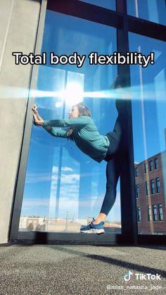 #stretching #dancer #flexible #flexibility Flexibility Dance, Gymnastics Flexibility, Gymnastics Skills, Gymnastics Videos, Flexibility Training, Acrobatic Gymnastics, Flexibility Tips, Dancer Stretches, Gymnastics Stretches